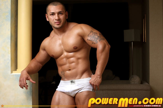Nude-Bodybuilder-Keo-Banks-Huge-Dick-Powermen-02-photo